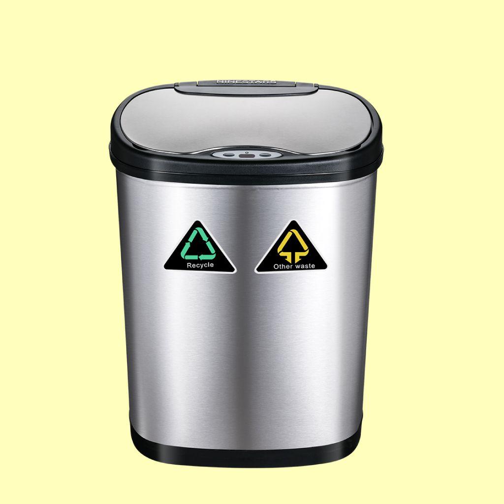 Cubos de basura con tapa automática