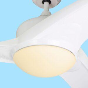 Ventilador de techo TAVIRA con tres temperaturas de color, luz cálida.