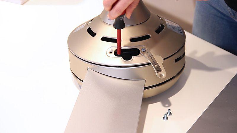 Pasos para instalar tu ventilador de techo BORA - Atornillar palas