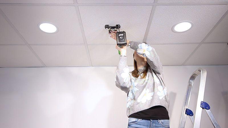 Pasos para instalar tu ventilador de techo BORA - Fijar sujeción a techo