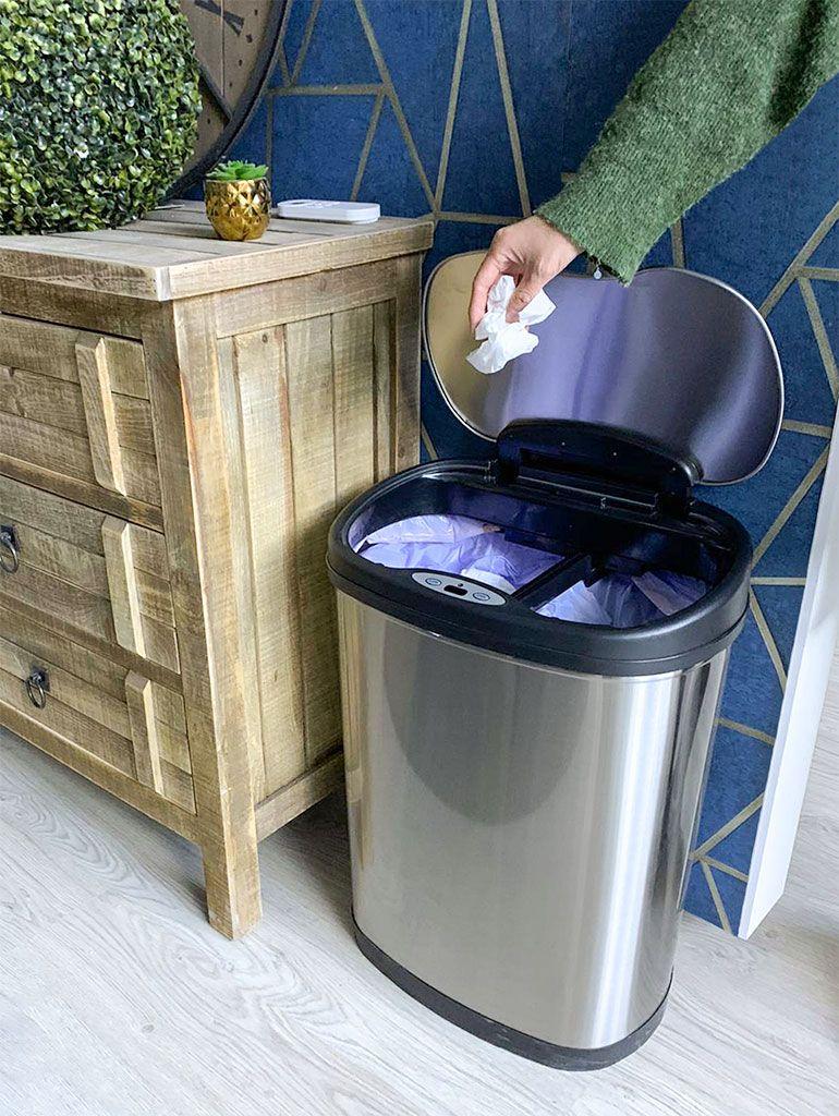 El uso de cubos de basura con apertura automática ayuda mantener la higiene en la prevención contra el Coronavirus (COVID-19)