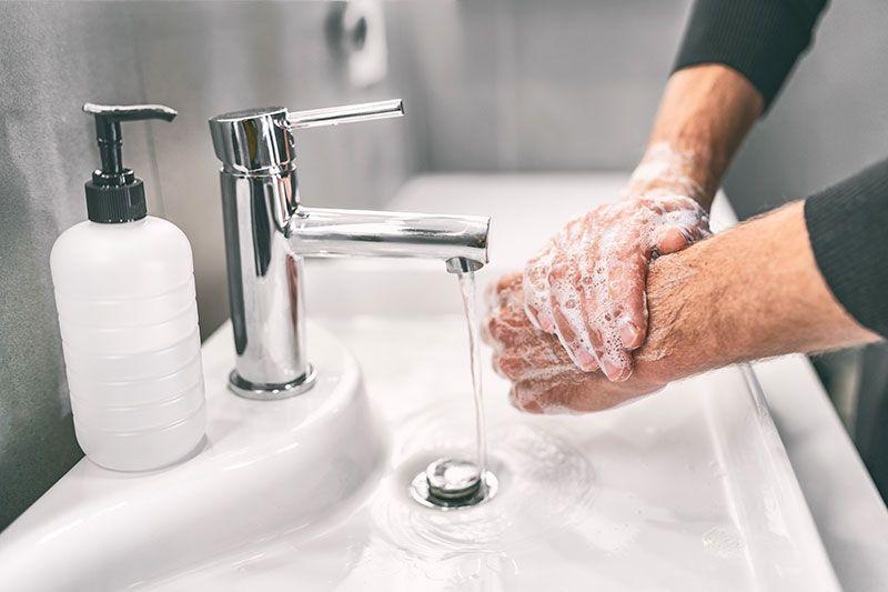 Lavarse las manos para prevenir el contagio