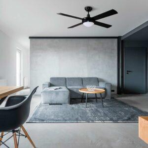 Ventilador DAKAR climatizando el salón de un hogar