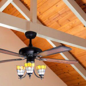 ventilador de techo DELI en el techo de una estancia