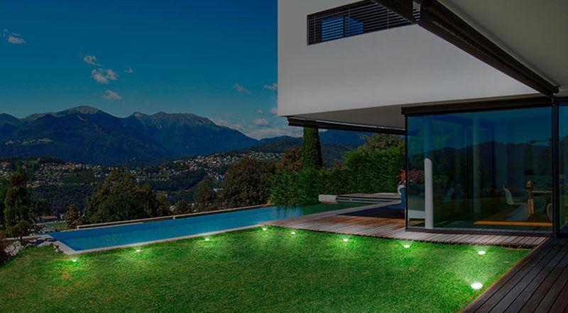 Focos solares para iluminación de piscinas y caminos