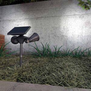 ACRUX DUO baliza solar en jardín