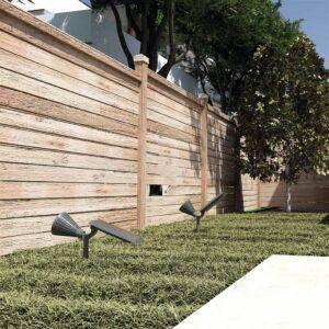 Baliza solar ACRUX en jardín