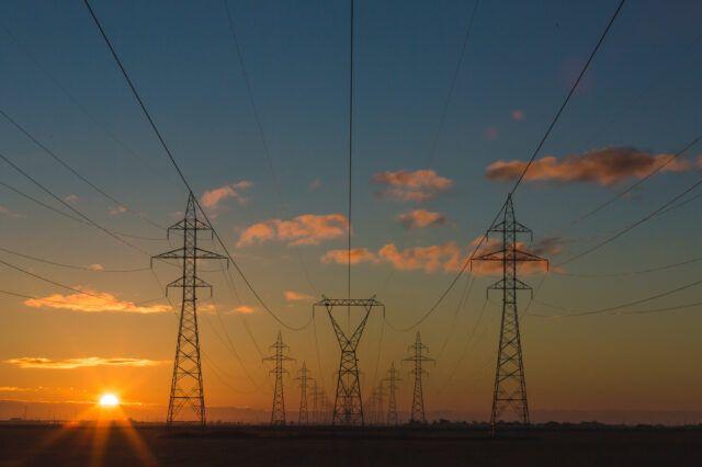 electricidad cielo en atardecer